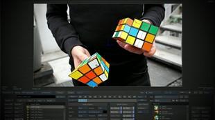 Han löser 3 Rubiks kub samtidigt som han jonglerar