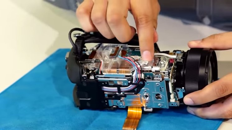 Så ser Sony 4K Handycam ut när den skruvas isär