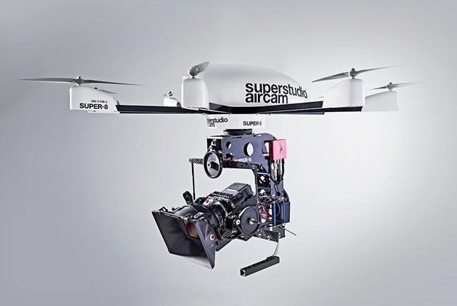 Super-8 är en flygande kamerarigg för större kameror